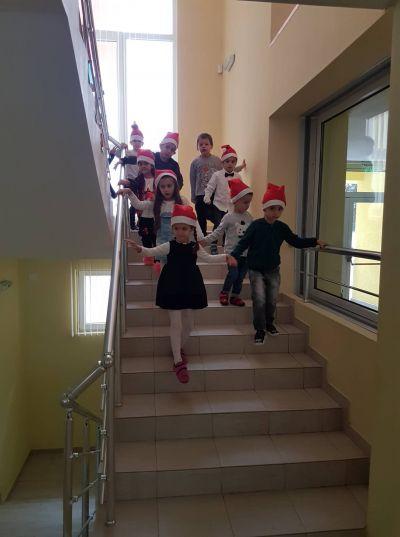 Дядо Коледа пристига - ДГ №63 Слънце - София